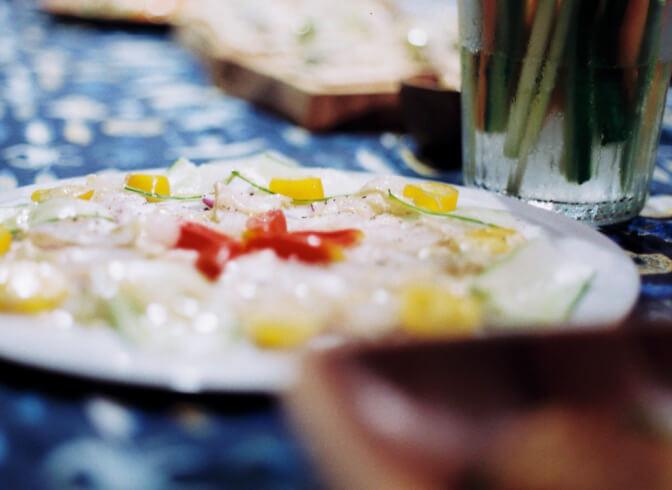 釣りたてのお魚や島の旬の野菜でつくる多国籍料理